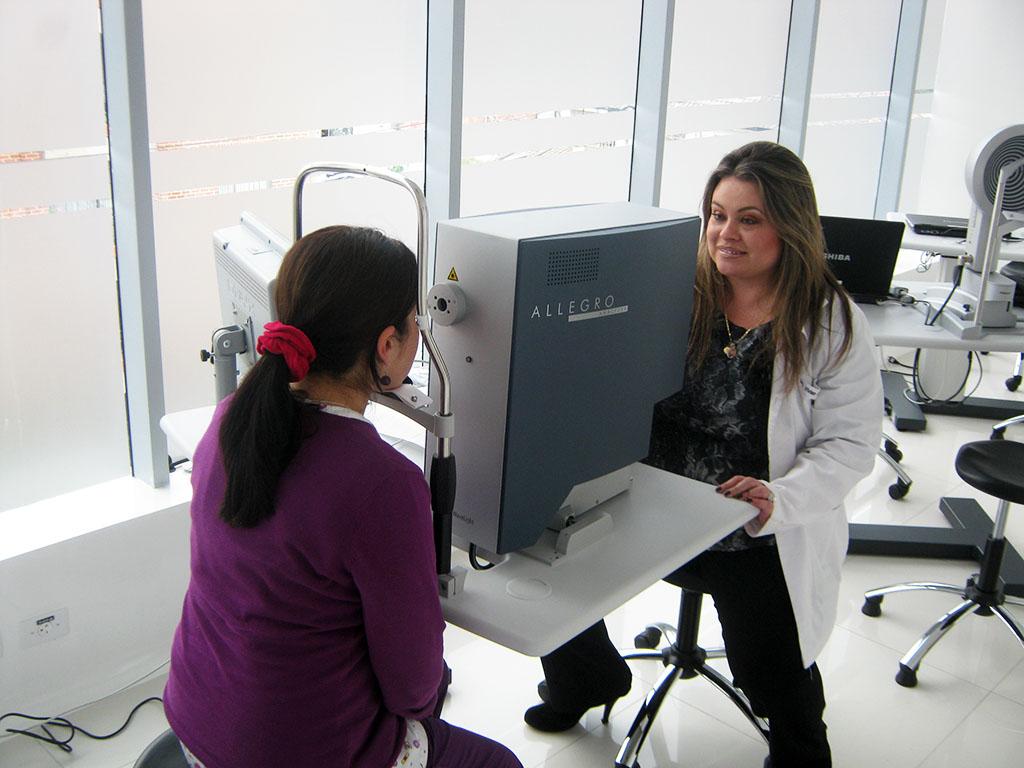 ANALYZER: Para el estudio de las Aberrometrias y el frente de onda de cada cornea, y realizar una ablación personalizada para la corrección de defectos refractivos con excimer laser.