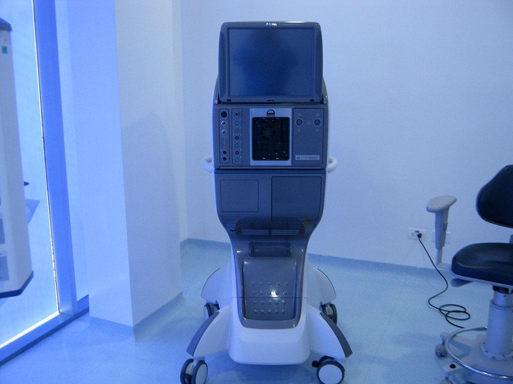 FACOEMULSIFICADOR CONSTELLATION: Para la realización de las cirugías de catarata, facorefractiva y segmento posterior.